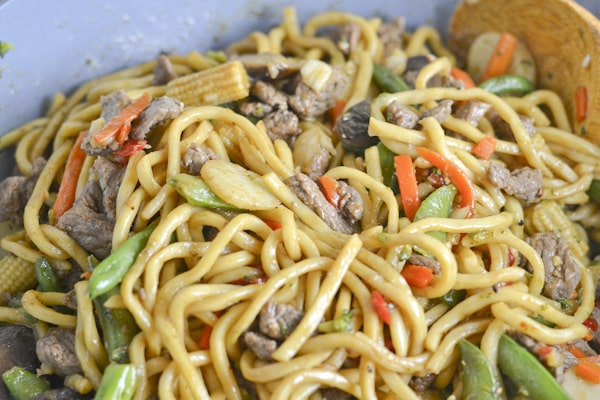Beef Noodle Stir Fry With Mixed Vegetables Salu Salo Recipes