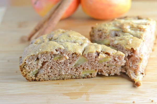Moist and Fluffy Apple Cake